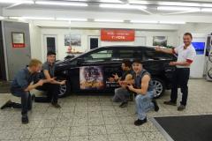 Gruppenbild mit Mario Koch Inhaber der Auto AG